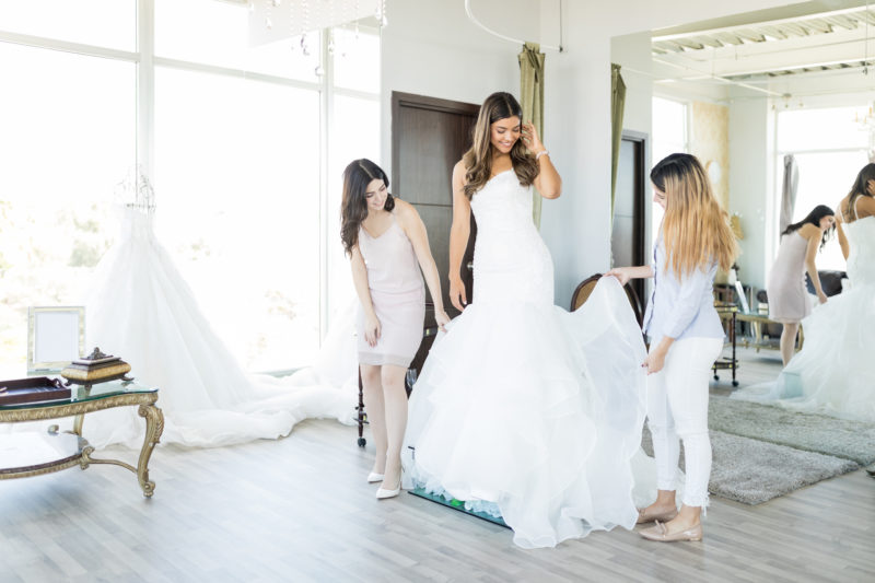 5 Tips to Buy the Perfect Wedding Gown