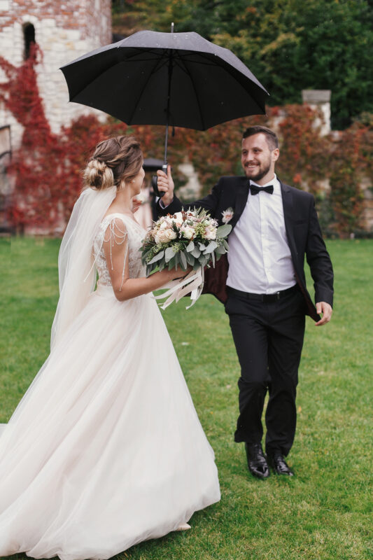 How to Prepare for Every Kind of Weather at Your Wedding